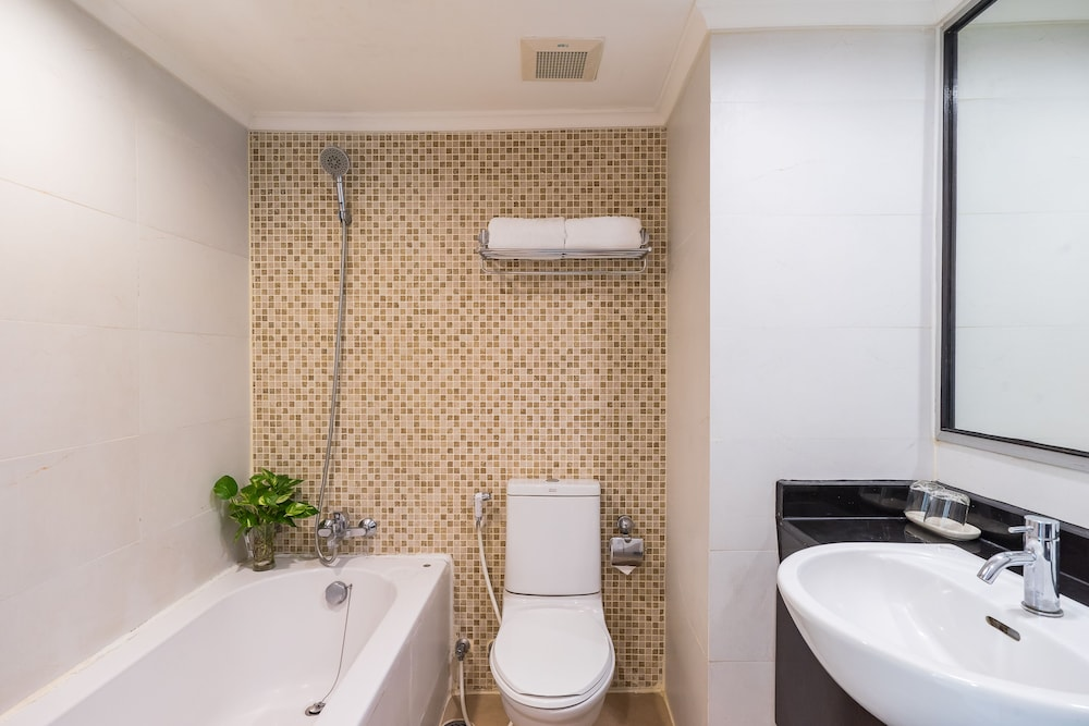 Bathroom, Citin Pratunam Bangkok Hotel by Compass Hospitality