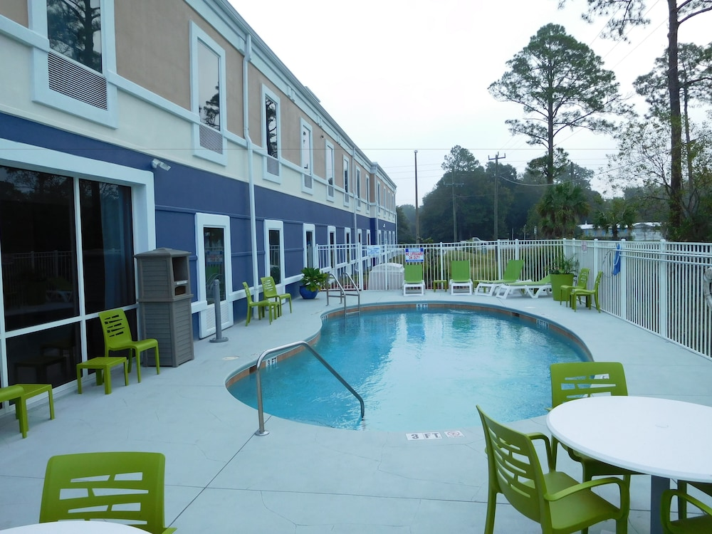 Pool, Best Western Waldo Inn and Suites