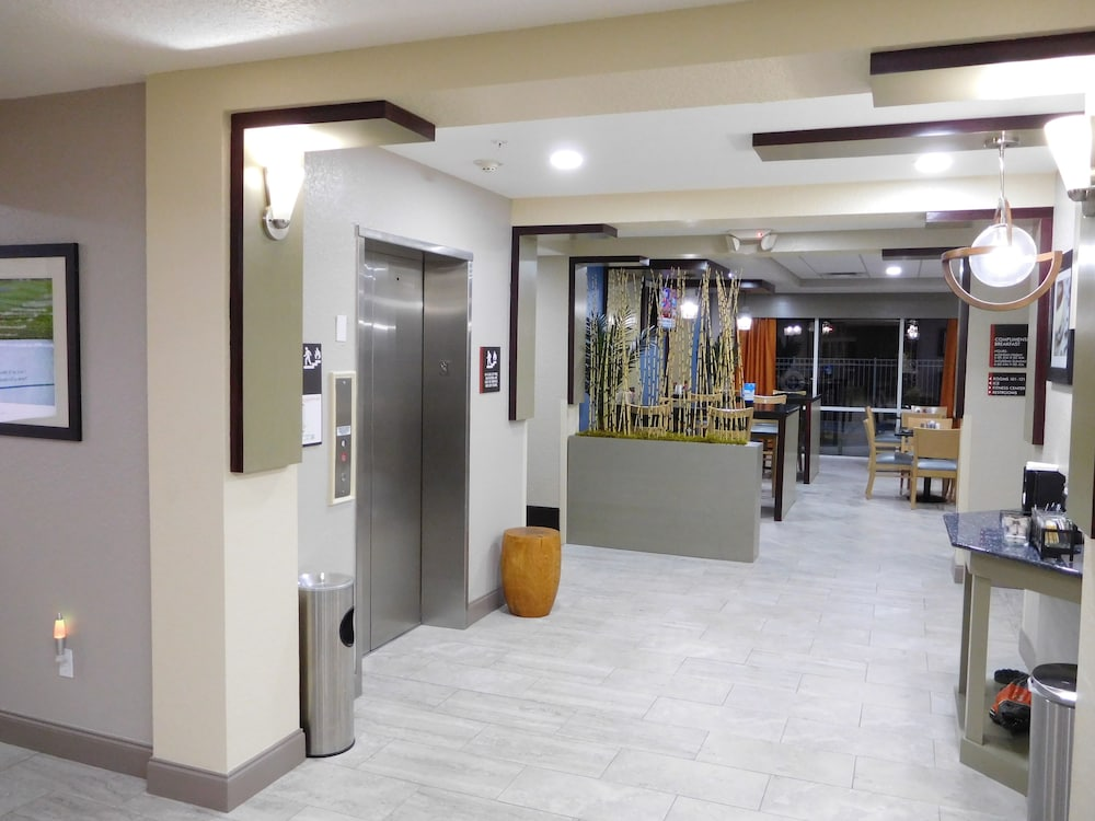 Interior Entrance, Best Western Waldo Inn and Suites