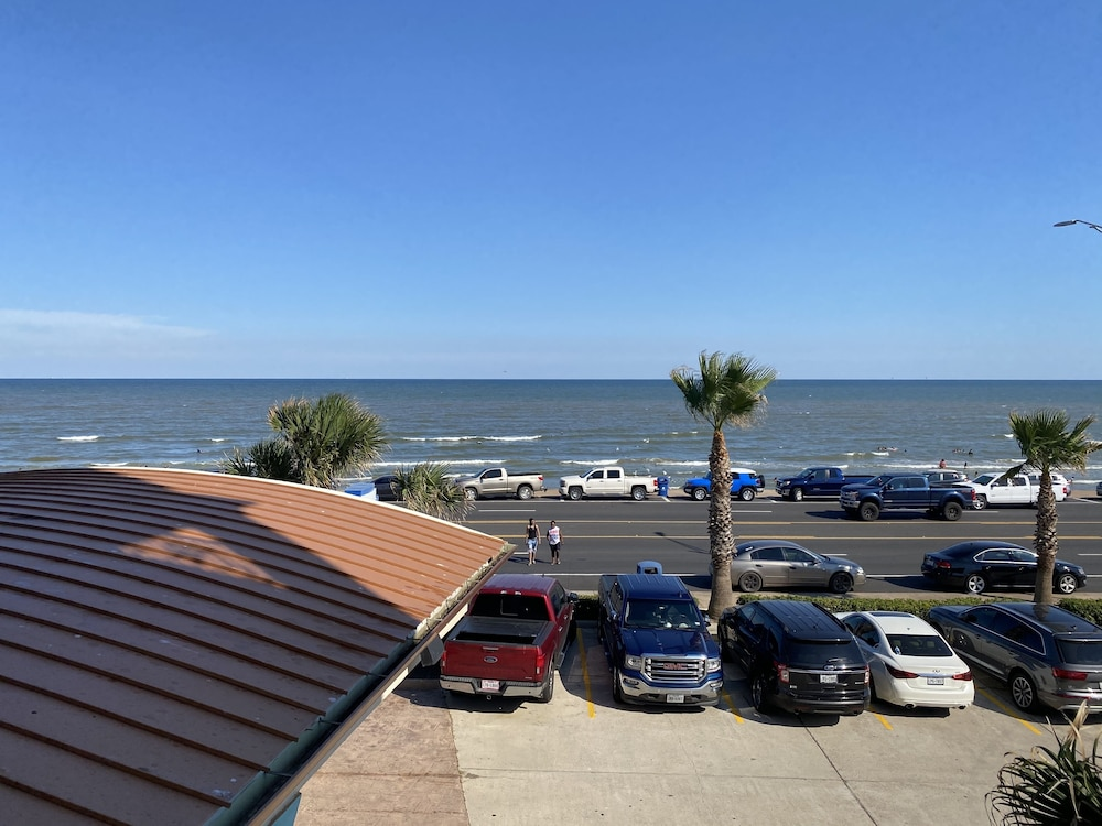 Beach, Holiday Inn Express Hotel & Suites Galveston West-Seawall