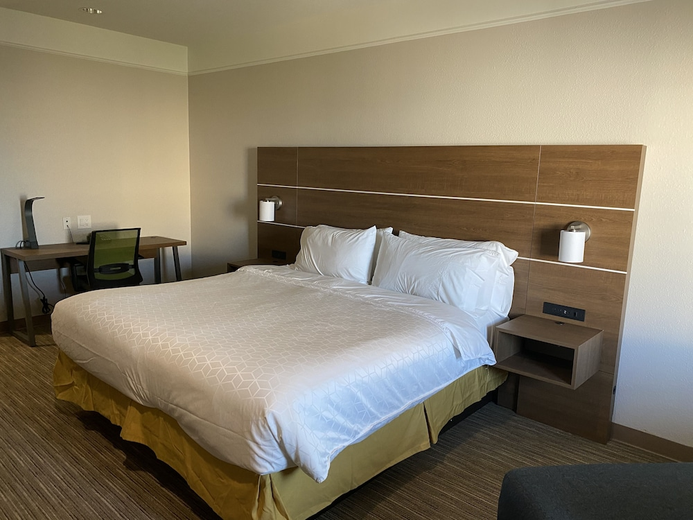 Room, Holiday Inn Express Hotel & Suites Galveston West-Seawall
