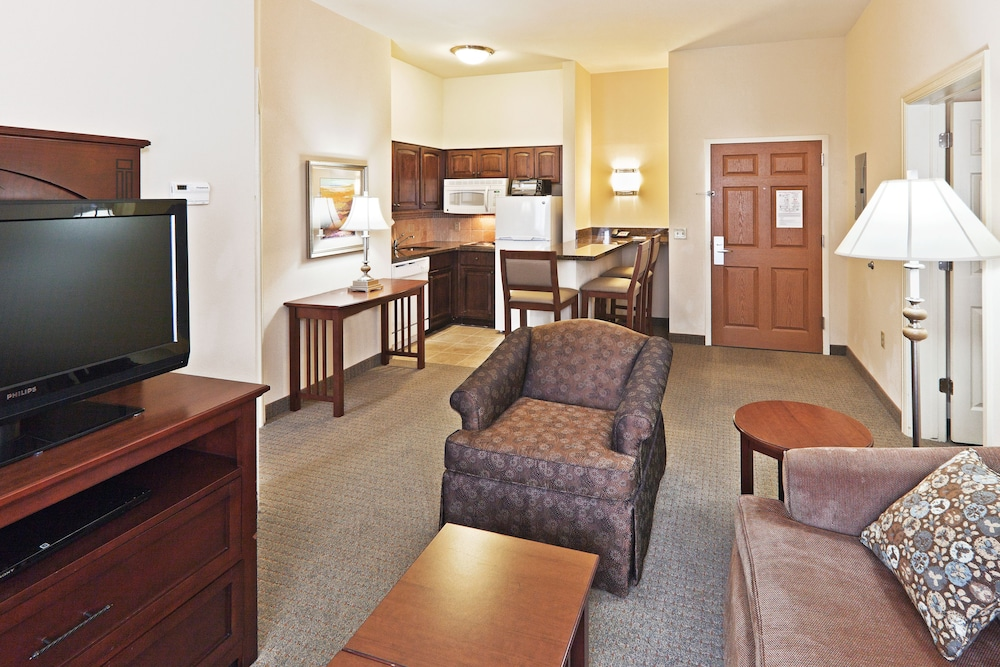 Private Kitchen, Staybridge Suites Oklahoma City-Quail Springs, an IHG Hotel
