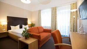 Allergikerbettwaren, Zimmersafe, individuell eingerichtet, Schreibtisch