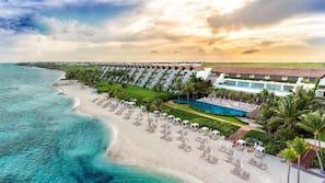 Plage, sable blanc, navette gratuite vers la plage, cabines gratuites