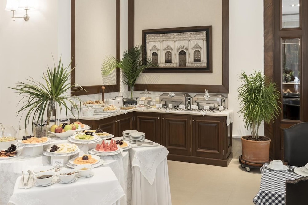 Breakfast buffet, La Mision Hotel Boutique