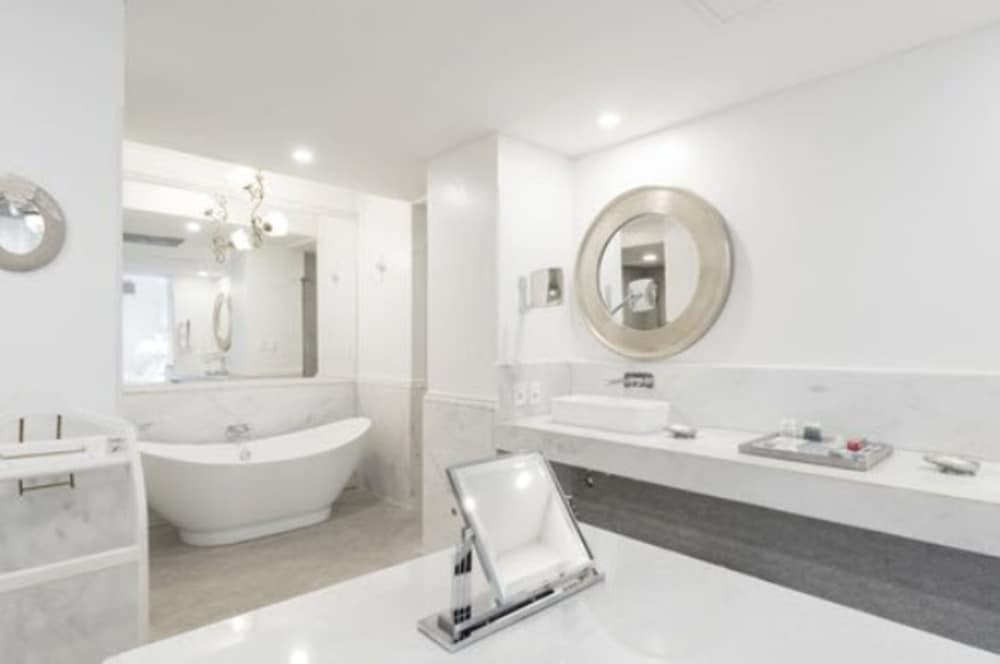 Bathroom, La Mision Hotel Boutique