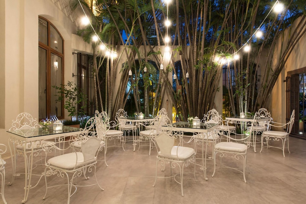 Outdoor Wedding Area, La Mision Hotel Boutique