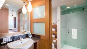 Ducha, artículos de higiene personal ecológicos y secador de pelo