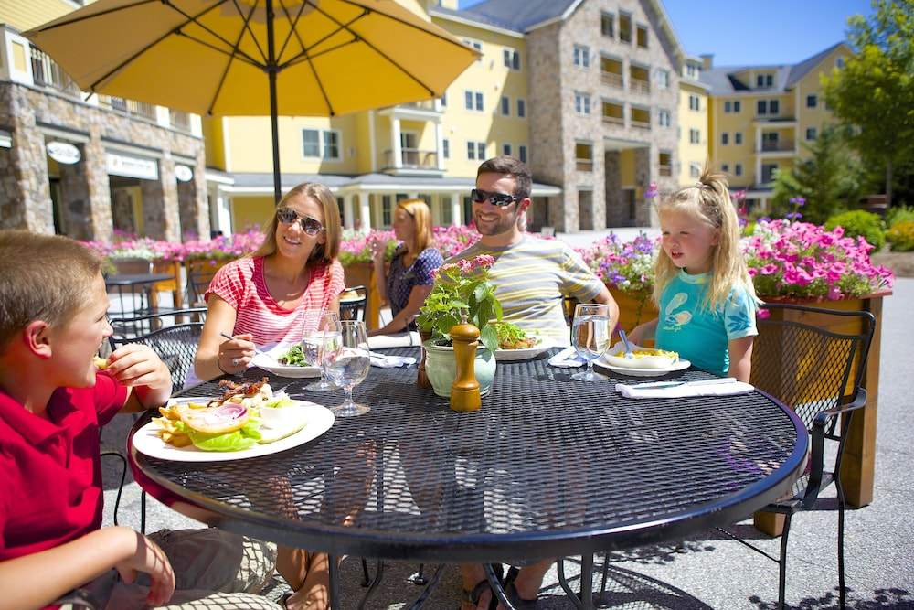 Outdoor Dining, Jackson Gore Village