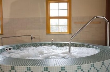 Indoor Spa Tub, Jackson Gore Village
