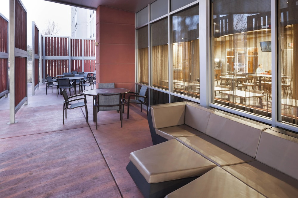 Outdoor Dining, SpringHill Suites by Marriott Salt Lake City Airport