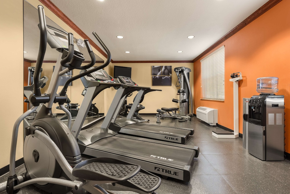 Fitness Facility, Country Inn & Suites by Radisson, Tampa Casino-Fairgrounds, FL