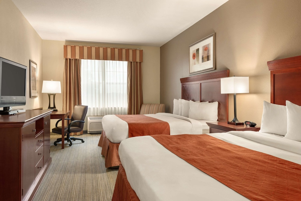 Room, Country Inn & Suites by Radisson, Tampa Casino-Fairgrounds, FL