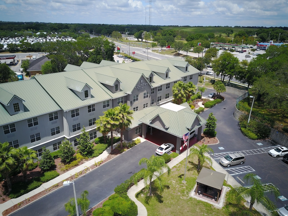 BBQ/Picnic Area, Country Inn & Suites by Radisson, Tampa Casino-Fairgrounds, FL