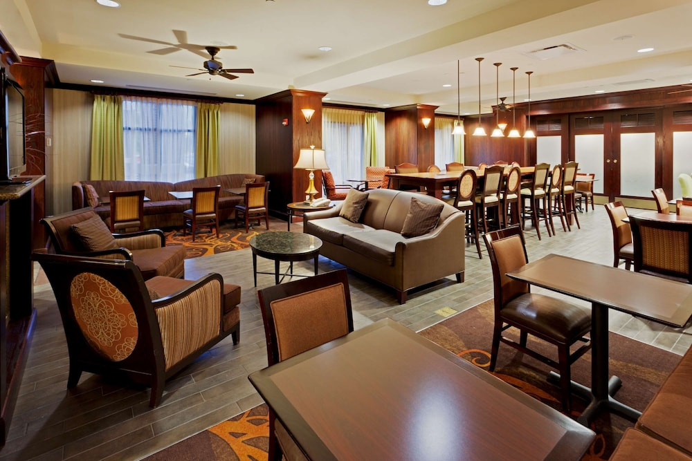 Lobby, Hampton Inn Rochester Webster