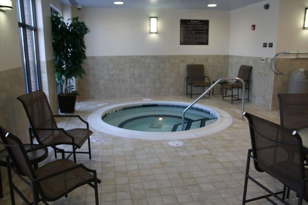 Pool, Hampton Inn Rochester Webster