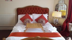 Egyptian cotton sheets, in-room safe, free WiFi