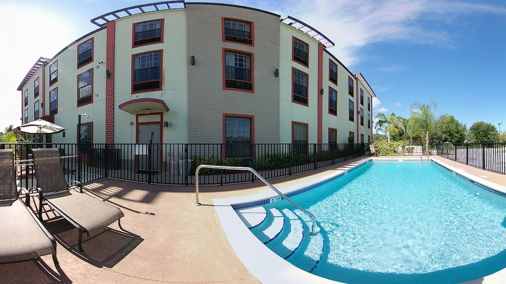 Outdoor Pool, Best Western Plus Bradenton Gateway Hotel