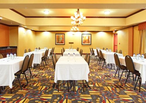 Great Place to stay Holiday Inn Express Suites Van Buren-Ft Smith Area near Van Buren
