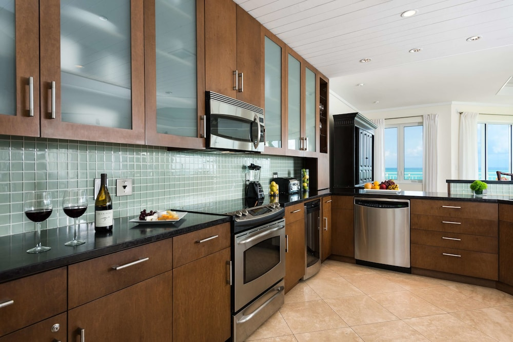 Private Kitchen, West Bay Club