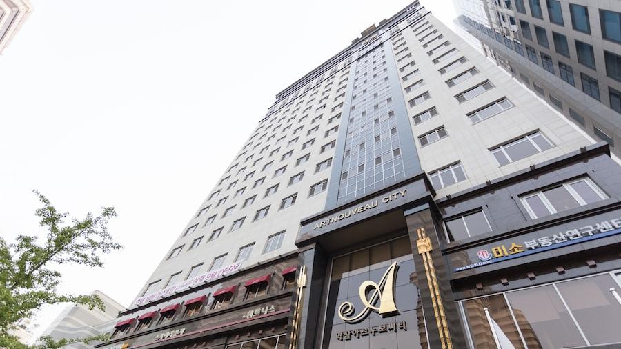 โรงแรมยอกแซม อาร์ตนูโว