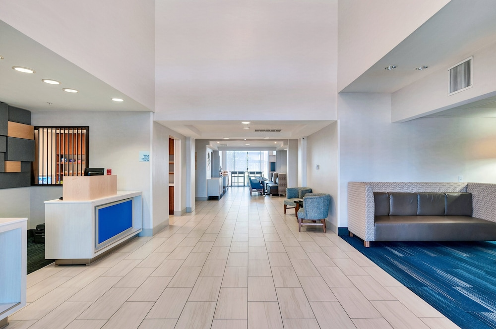 Lobby, Holiday Inn Express Hotel & Suites Banning
