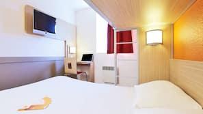 1 bedroom, desk, blackout curtains, free cots/infant beds
