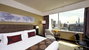 高級寢具、保險箱 (可放手提電腦)、書桌、窗簾