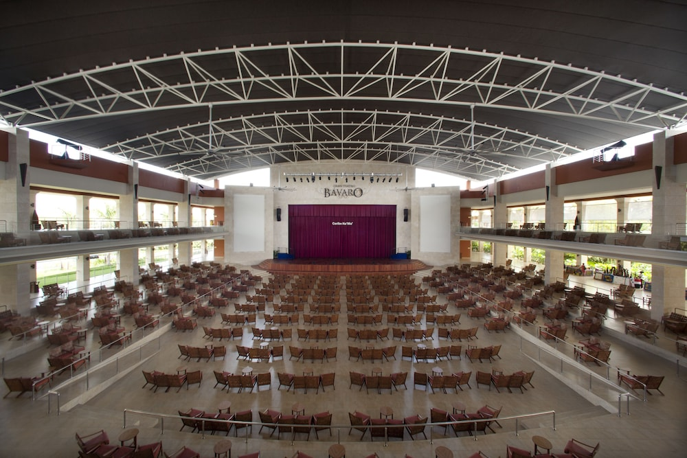 Theater Show, Barceló Bávaro Palace - All Inclusive