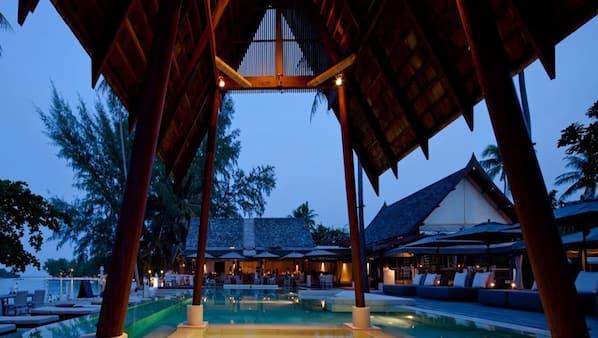 2 個室外泳池;07:00 至 18:00 開放;泳池傘、躺椅