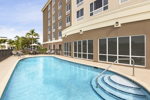 Holiday Inn Express Hotel & Suites Fort Myers East - The Forum