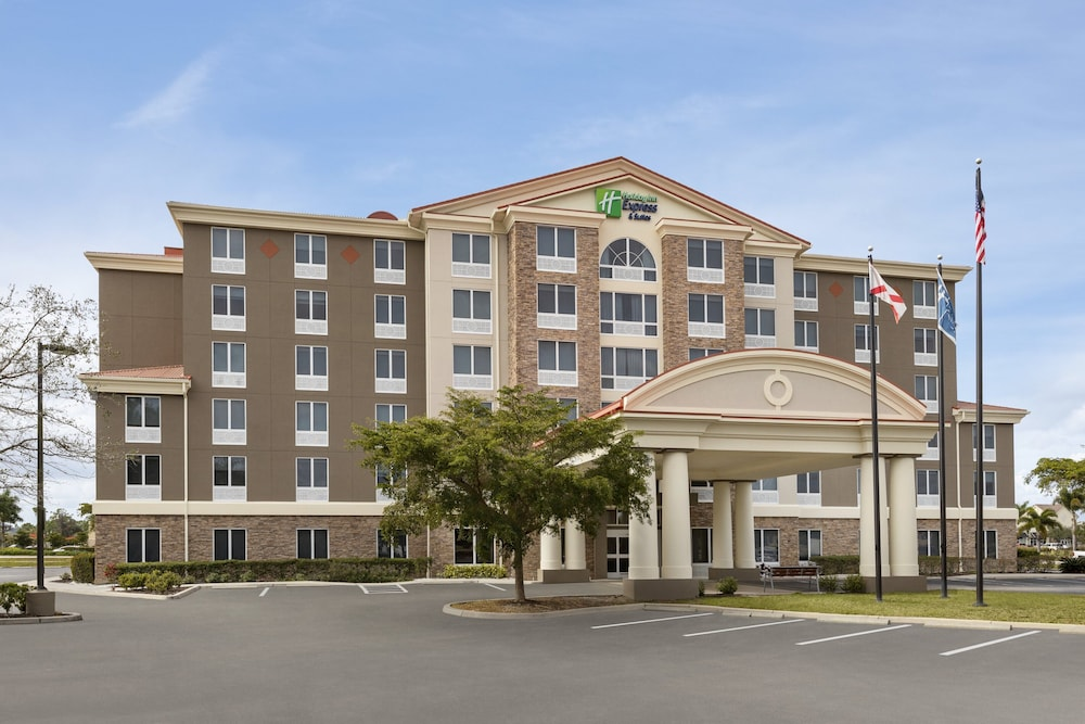 Exterior, Holiday Inn Express Hotel & Suites Fort Myers East - The Forum