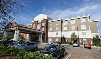 Holiday Inn Express and Suites Savannah - Midtown