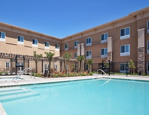 Top American Canyon Pet Friendly Hotels Holiday Inn Express Suites Napa