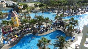 3 piscinas al aire libre, tumbonas, socorrista en las instalaciones