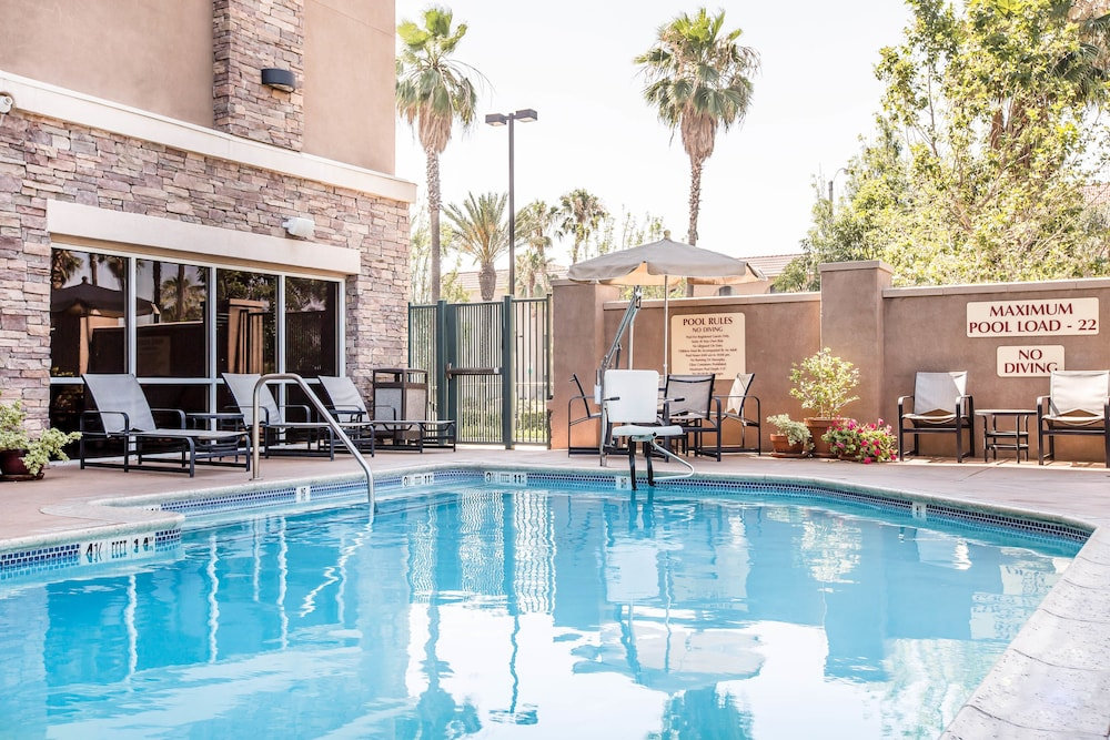 Outdoor Pool, Comfort Suites Ontario Airport Convention Center