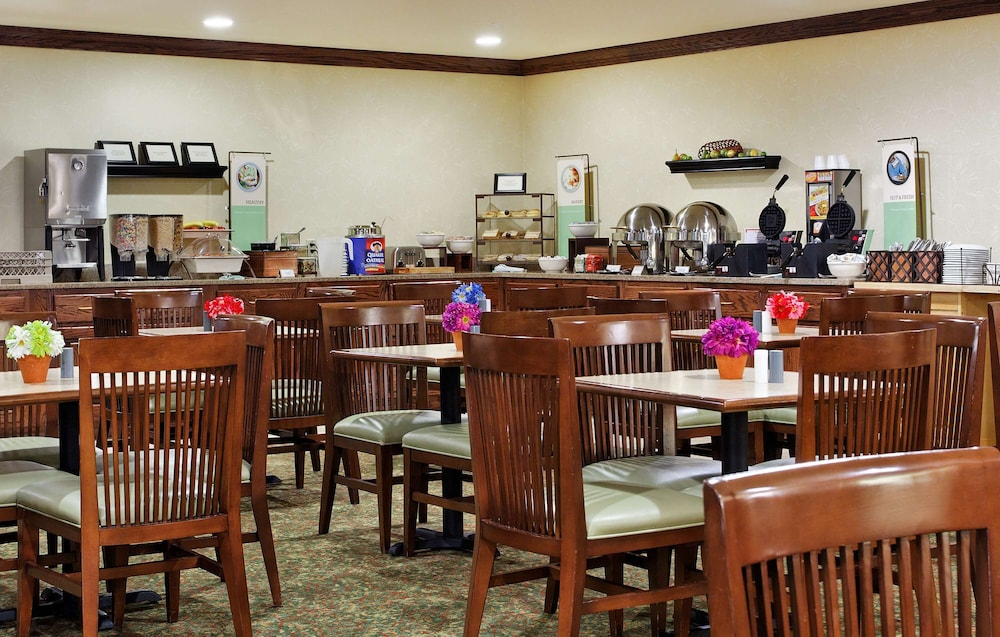 Breakfast buffet, Country Inn & Suites by Radisson, Marion, IL