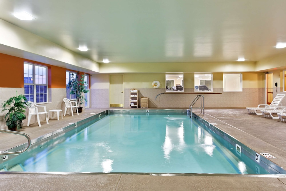 Indoor Pool, Country Inn & Suites by Radisson, Marion, IL