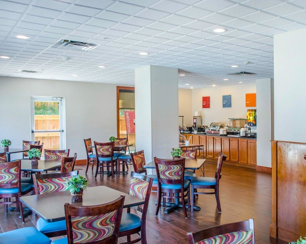 Breakfast Area, Comfort Inn & Suites Crestview