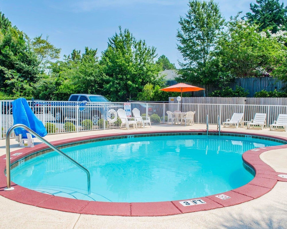 Pool, Comfort Inn & Suites Crestview