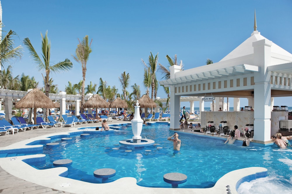 Poolside Bar, Riu Emerald Bay All Inclusive