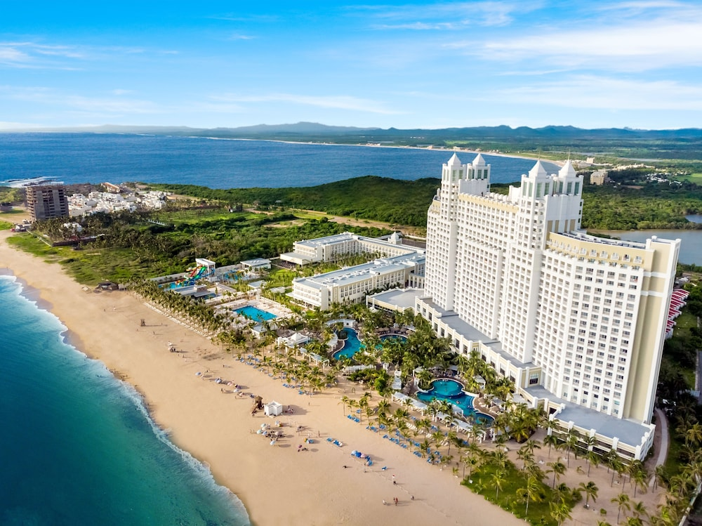 Featured Image, Riu Emerald Bay All Inclusive