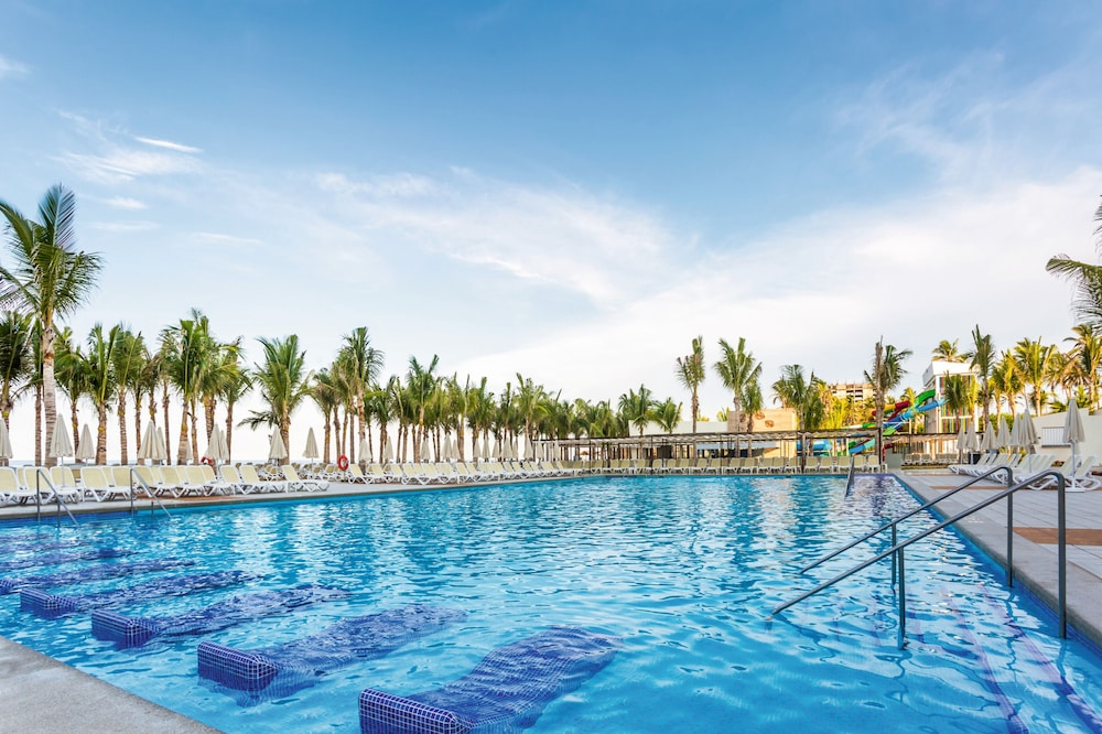 Pool, Riu Emerald Bay All Inclusive