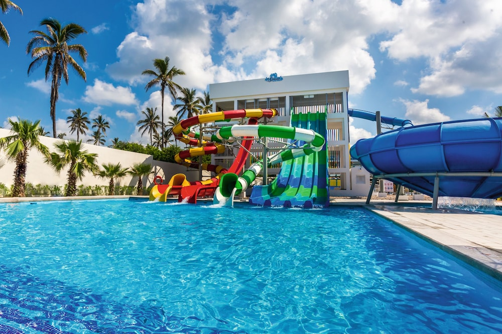 Waterslide, Riu Emerald Bay All Inclusive