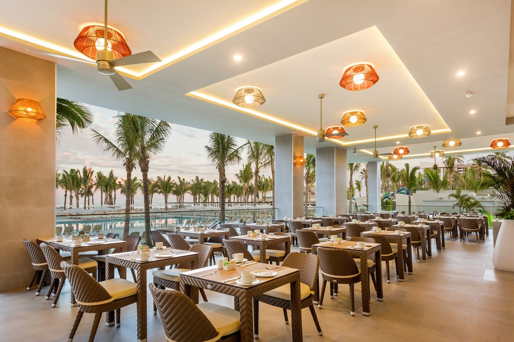 Restaurant, Riu Emerald Bay All Inclusive