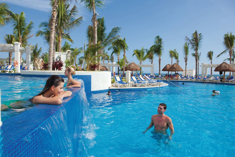 Outdoor Pool, Riu Emerald Bay All Inclusive