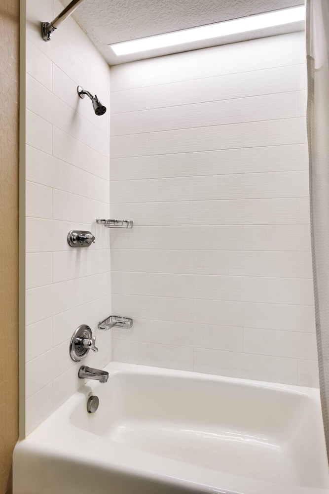 Bathroom, SpringHill Suites by Marriott Provo