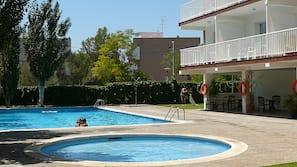 2 udendørs pools, liggestole