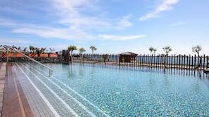8 piscinas al aire libre