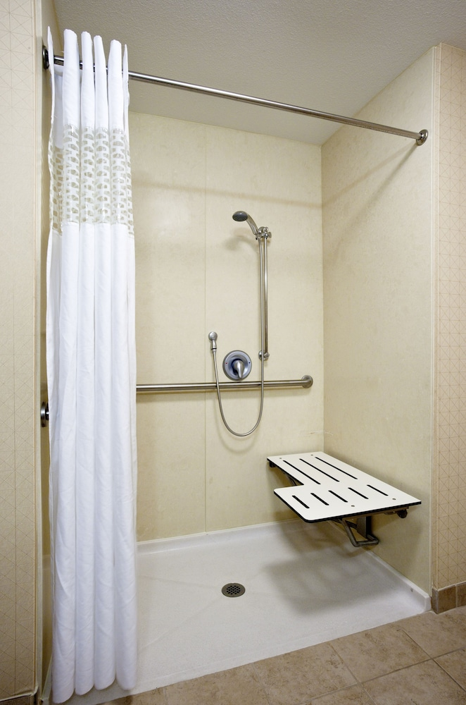Bathroom Shower, Hampton Inn & Suites Arroyo Grande/Pismo Beach Area